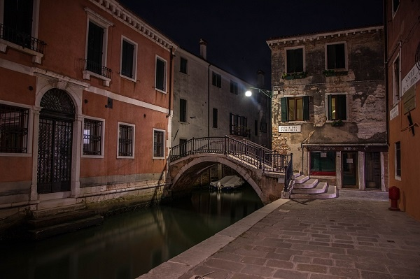 Venice: Pure City by Peter Ackroyd (Credits: Pixabay)